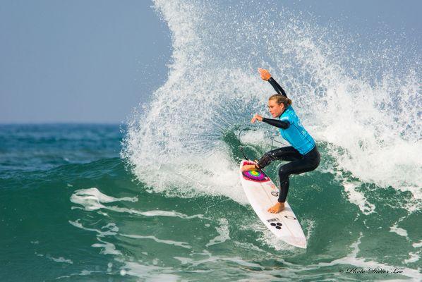 surfeuse à Hossegor
