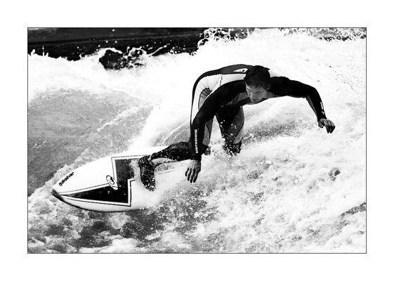 Surfing @ Eisbach, München