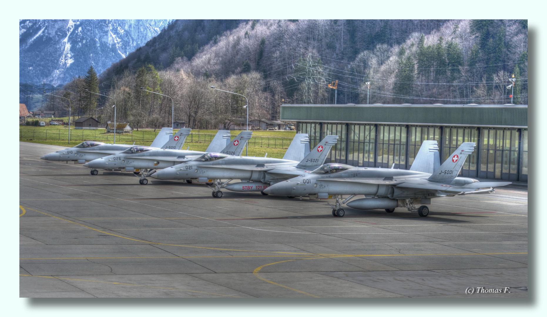 Swiss Air Force Meiringen (Schweiz) 4 F18 bei der letzten Überprüfung