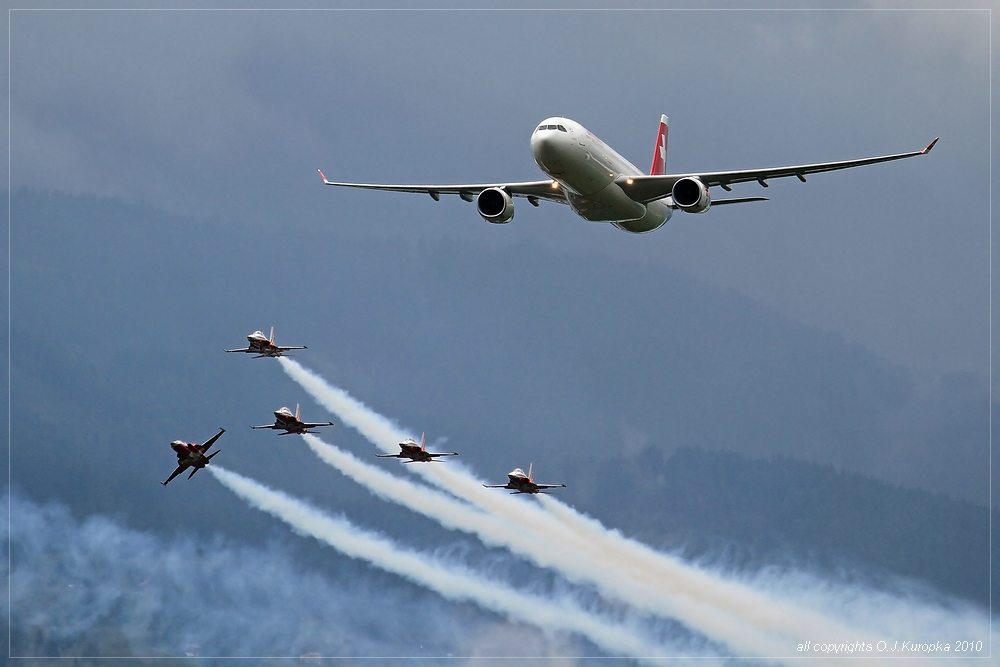 Swiss Airbus A330-300 + Patrouille Suisse