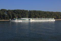 """""""Swiss Crown"""" auf dem Rhein bei Worms"""