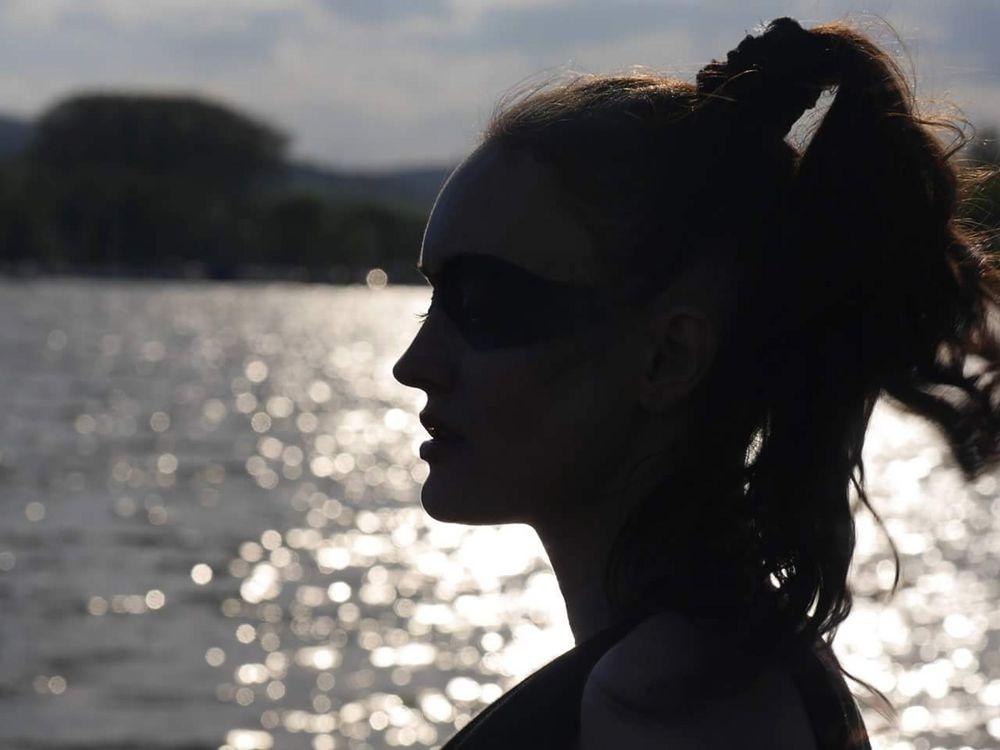 Swordwoman im Profil