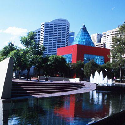 Sydney Geometrie in Rot