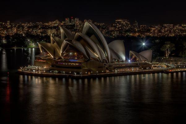 --- Sydney Opera House ---