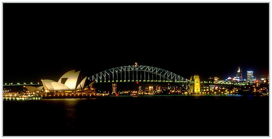 Sydney Opera House und Sydney Harbour Bridge bei Nacht