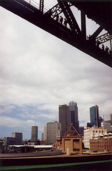 Sydney von unter der Harbour Bridge