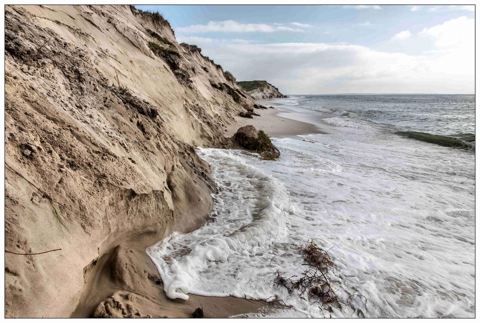 Sylt, die Welle nimmt sich den Sand zurück