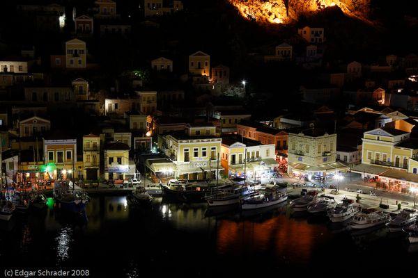 Symi bei nacht Stadthafen