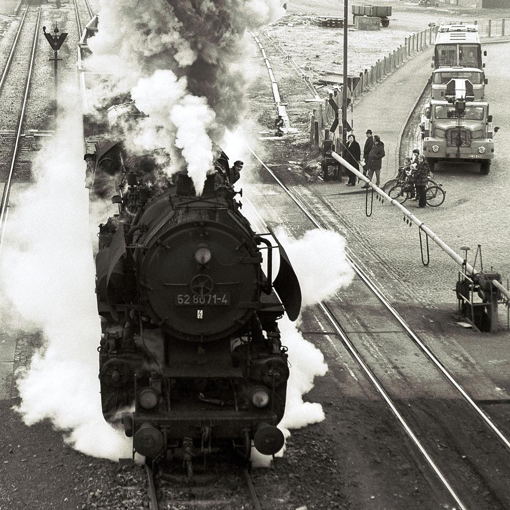 Szene am Bahnübergang