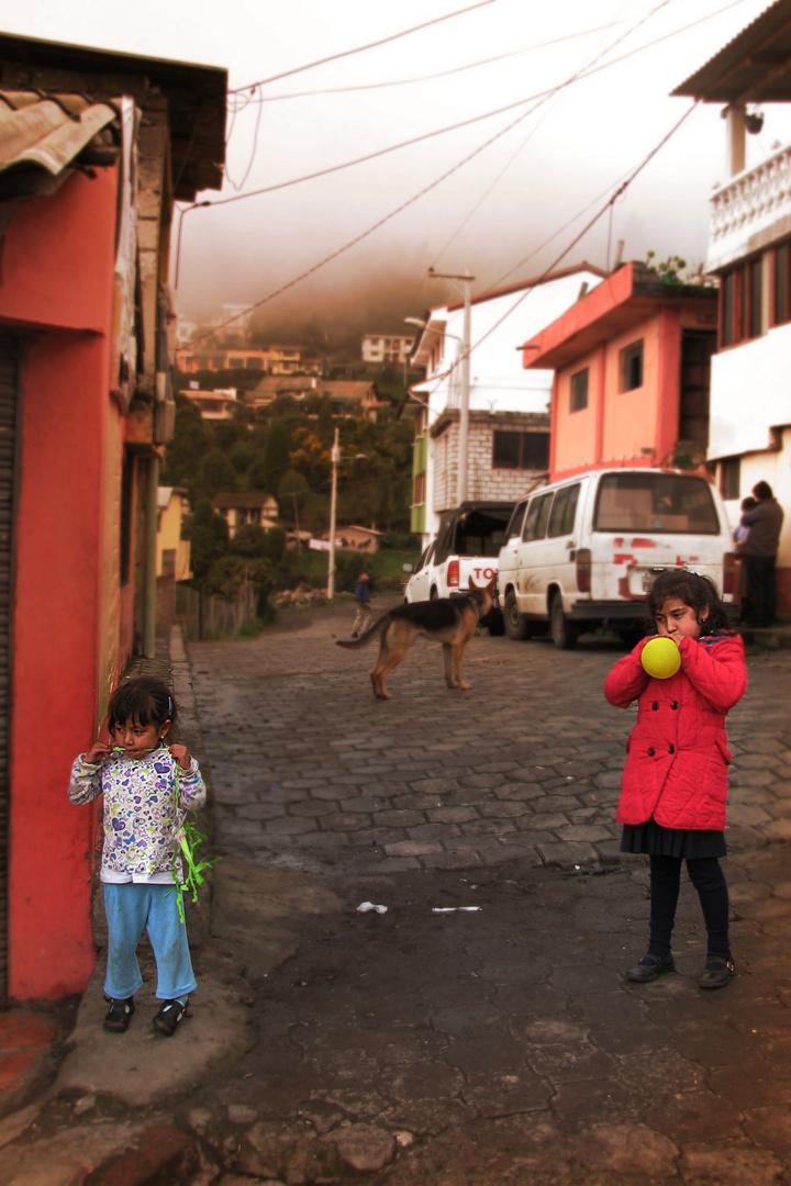 Szenen in Salinas: Mädchen beim Kaugummi kauen