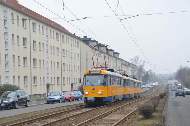 T4D 3er Traktion der Leipziger Verkehrsbetriebe in Gohlis auf der Linie 12