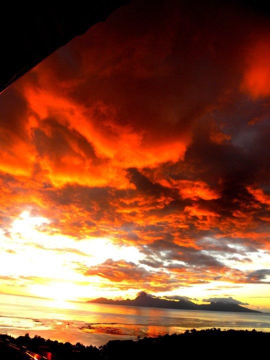 Taapuna Sunset TAHITI