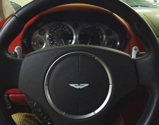 Tableau de bord Aston Martin DB 9