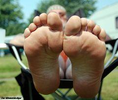 Täglich einmal an die Füsse fassen soll gesund sein , das erhöht dieLotus-flexibilität