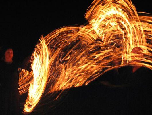 Tänzer mit Feuerflügel