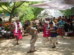 Tänzerinnen im Cuihu-Park in Kunming