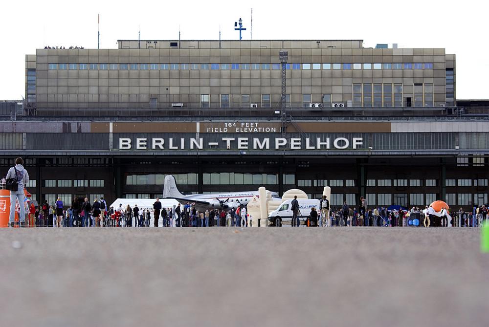 Tag der offenen t r auf dem ehemaligen flughafen berlin for Tag der offenen tur berlin