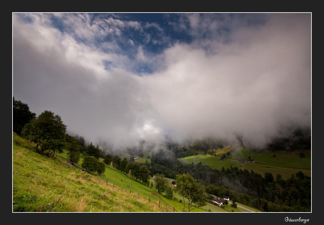 Tag der tiefen Wolken