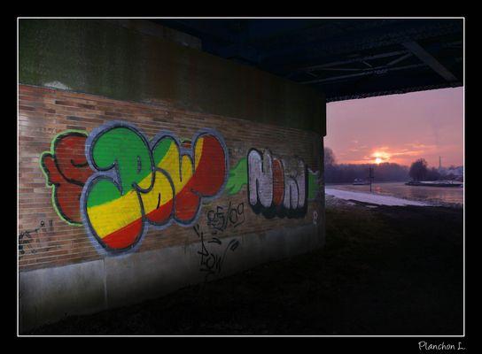 Tag sous le pont du canal