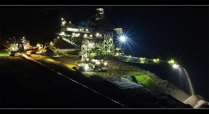 Tagebau Garzweiler bei Nacht