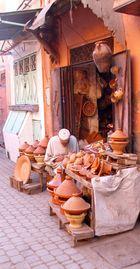 Tajine-Verkäufer in der Medina