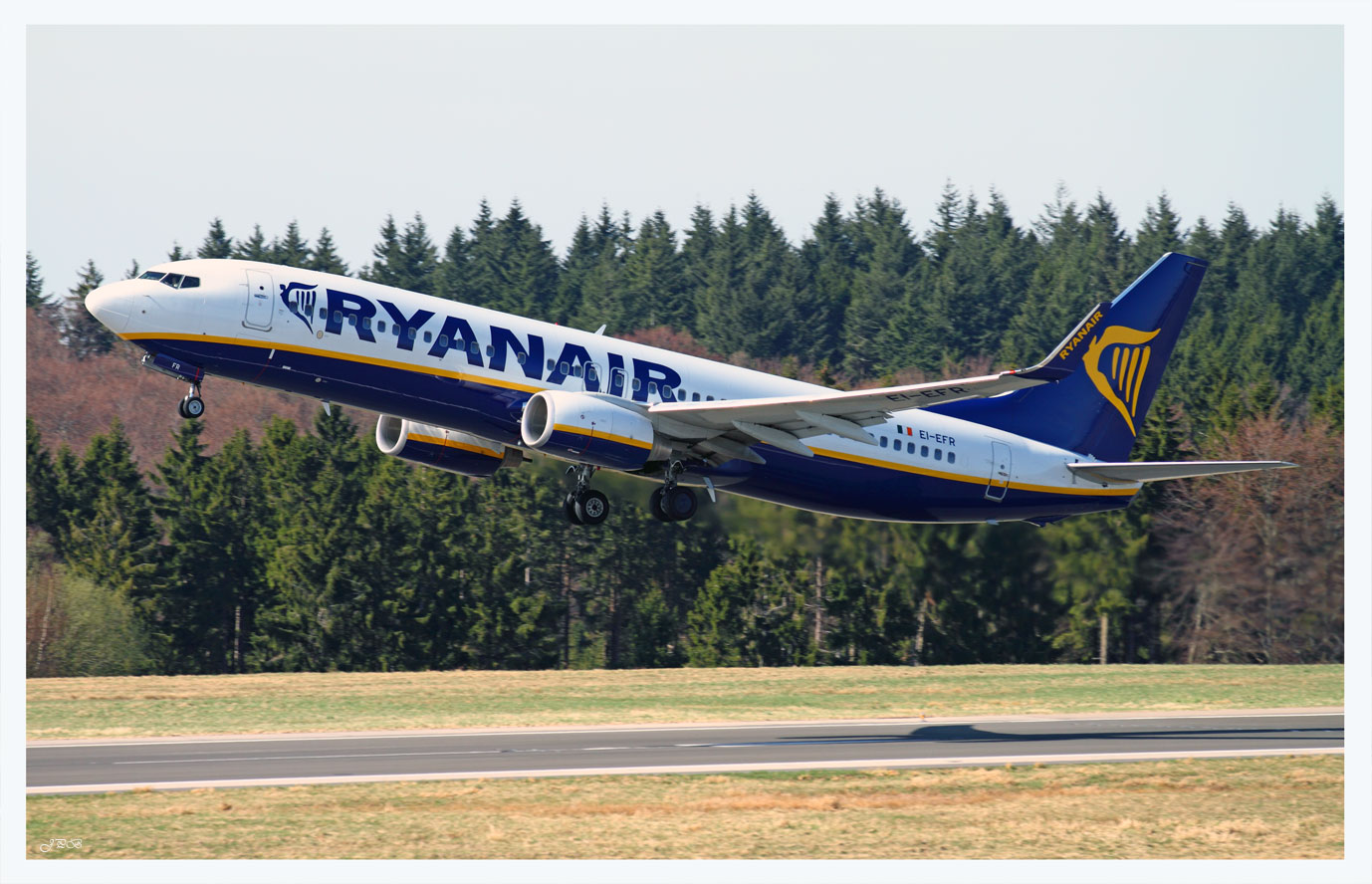 Take off Boeing 737-800 Ryanair