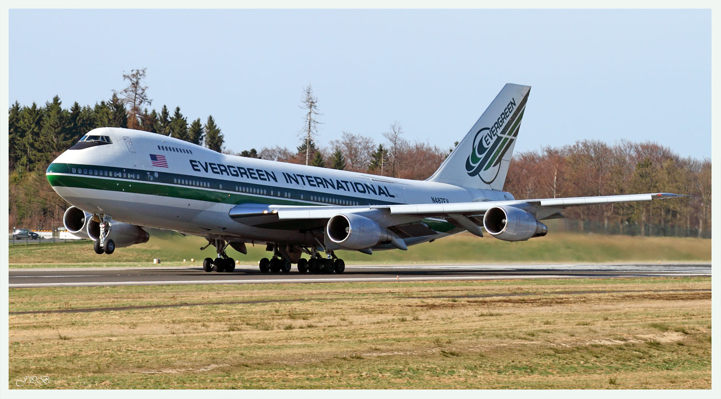 Take off Evergreen International Boeing 747-200SF