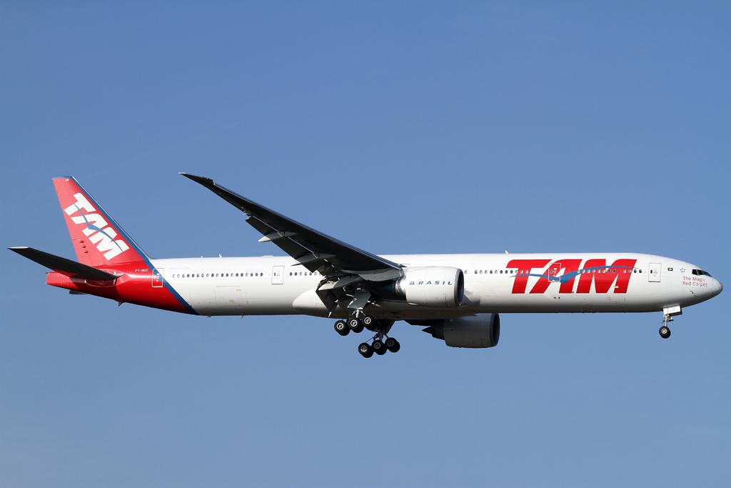 TAM Boeing 777 im Anflug auf die rwy 07L