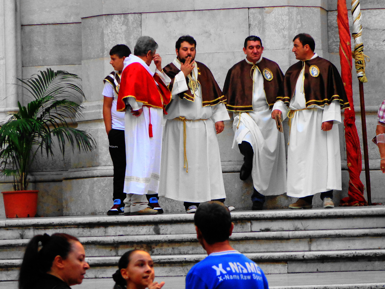 También los santos hombres fuman