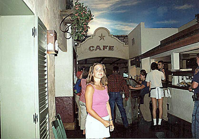 Tammy at the Alamo Cafe in St. Antonio / Texas