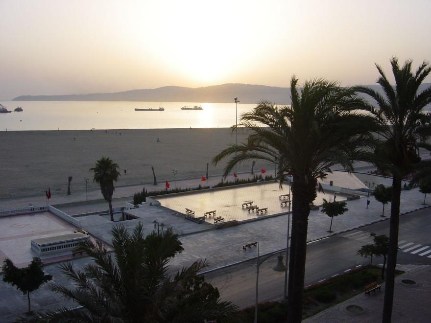 TANGER- Vor Sonnenaufgang am Strand