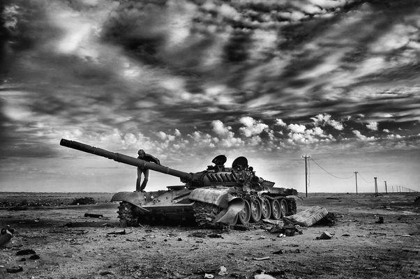 Tank at Eastern Front, between Adjdabiya and Brega