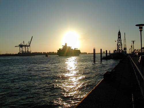 Tanker auf der Elbe
