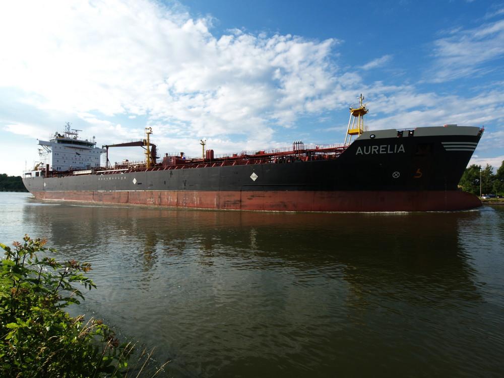 Tanker AURELIA auf dem Nord-Ostsee-Kanal