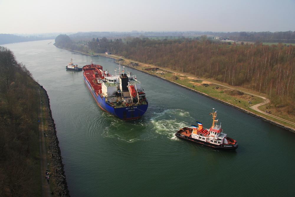 Tanker MTC ALTAIR abgeschleppt auf dem NOK