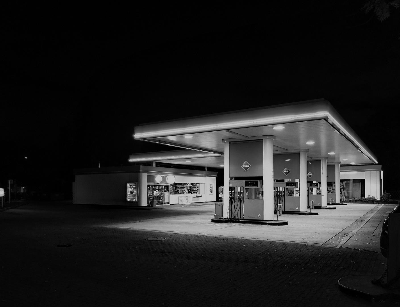 Tankstelle s/w