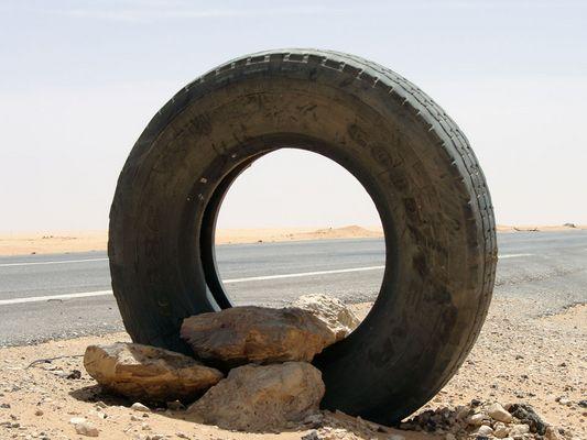 Tankstellensymbol in der Nubischen Wüste