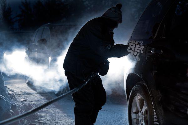 Tankwart in Eagle Plains, Yukon (Nordkanada) bei - 46°C