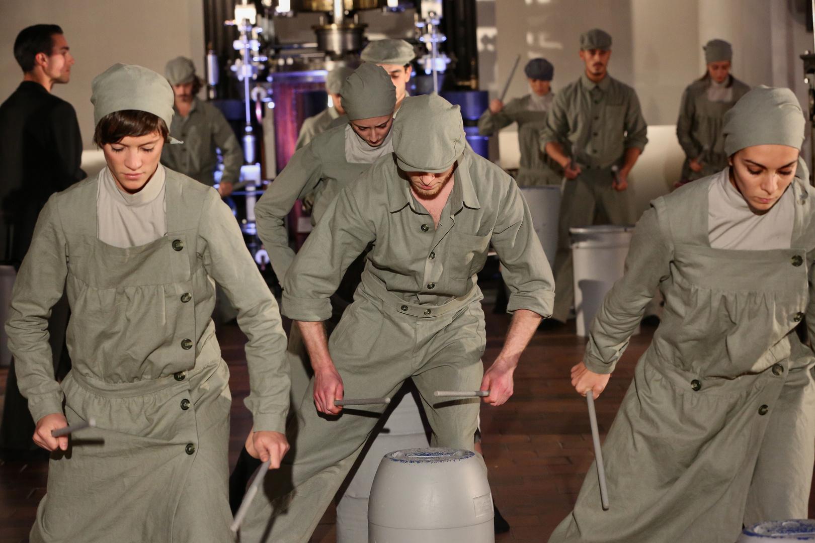 Tanz - bewegte Körper und Maschine - 5 -