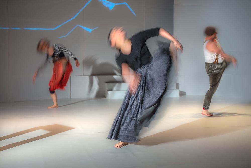 Tanz der drei Einbeinigen