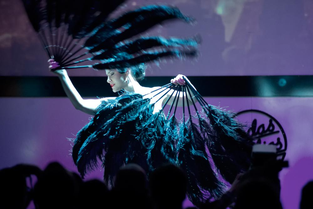 Tara la Luna on stage