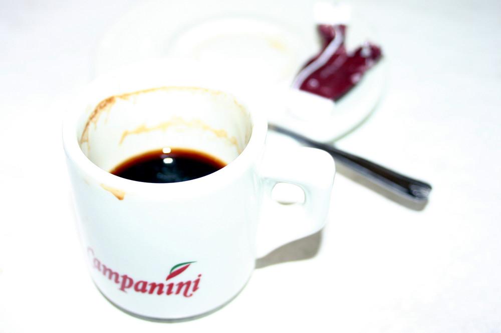 Tasse dans un café