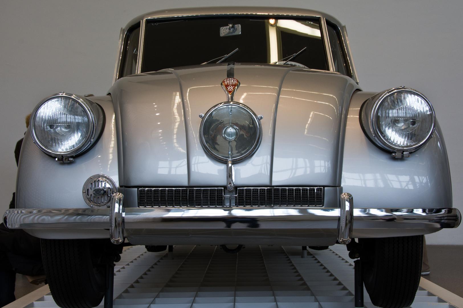 Tatra 87 in der Design-Ausstellung der Pinakothek der Moderne (2)