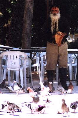 Tauben füttern in Rethymno