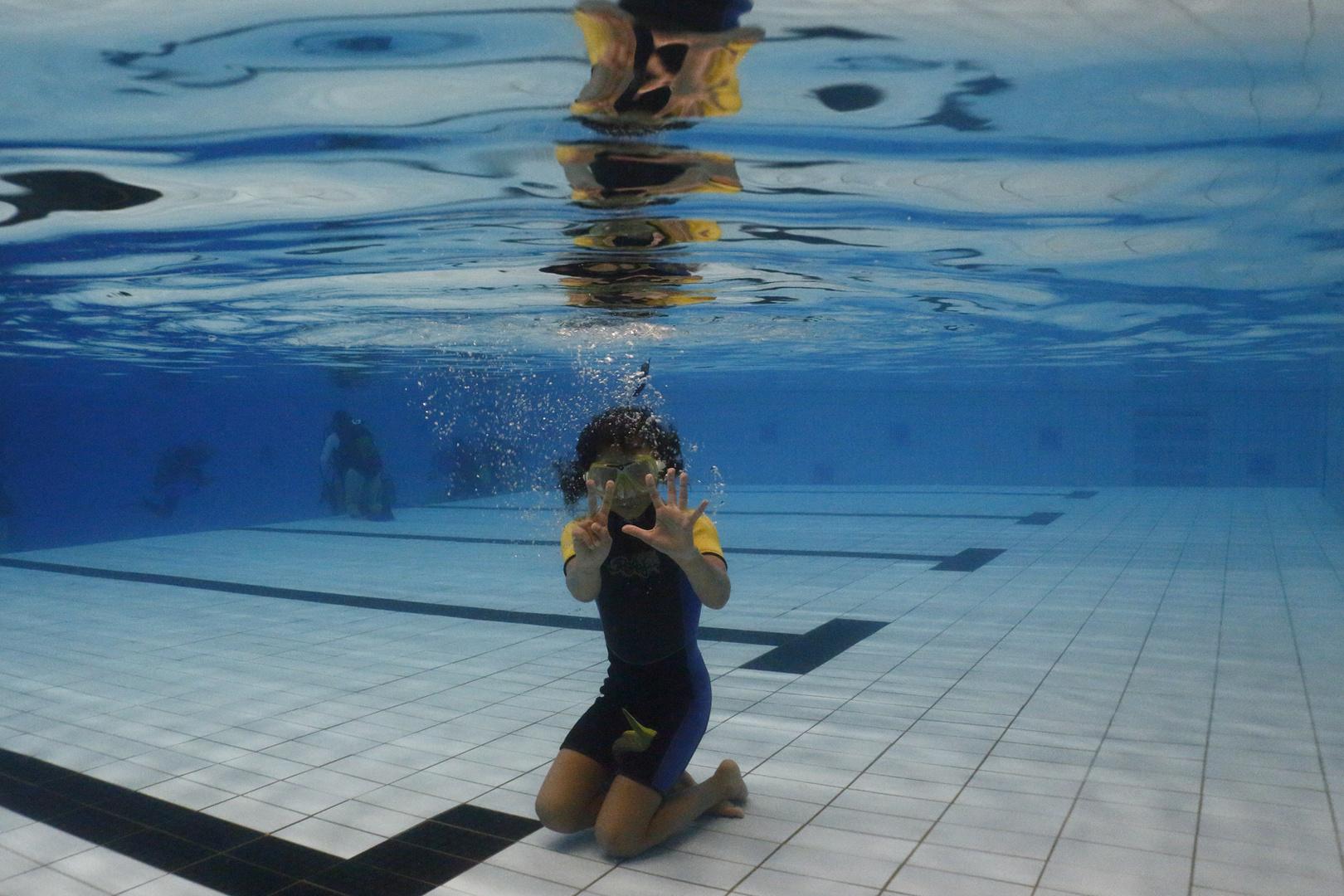 Tauchübungen im Schwimmbad