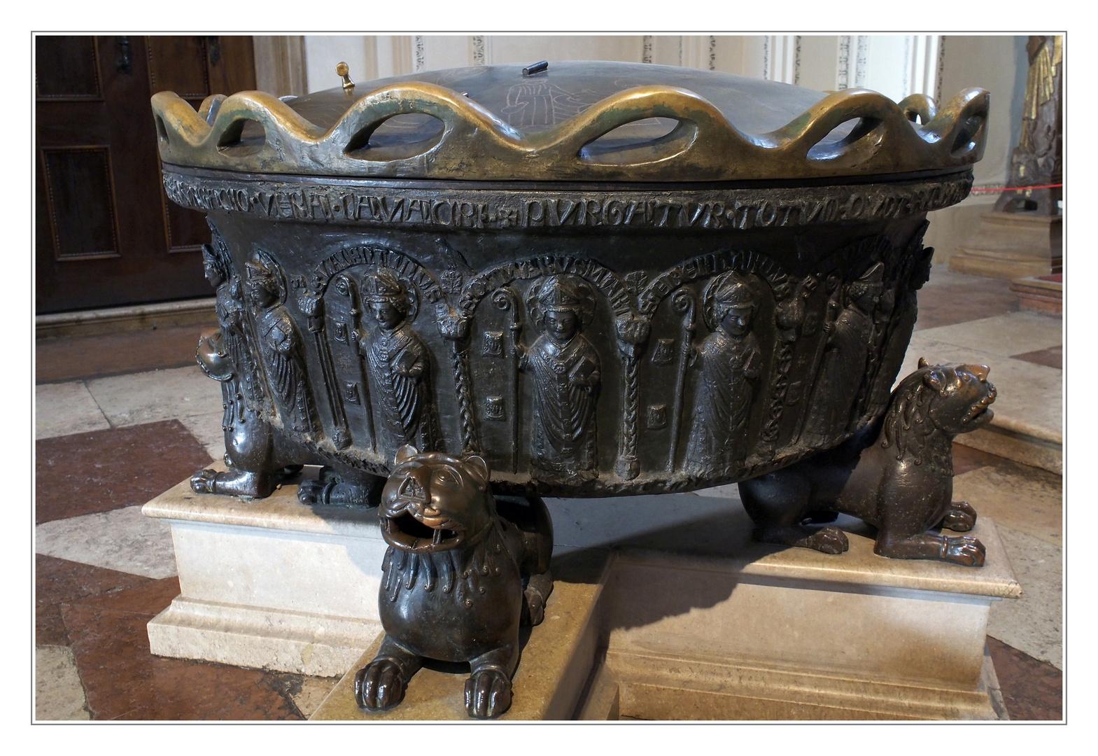 Taufbecken im Salzburger Dom