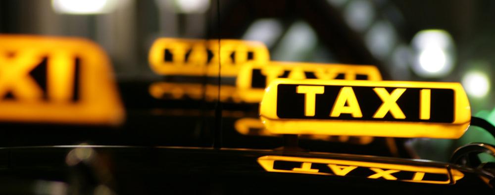 Taxi bei Nacht