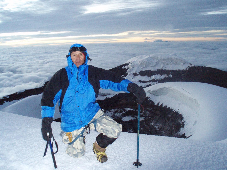 Tayuwa en cumbre del Volcán Cotopaxi - Ecuador