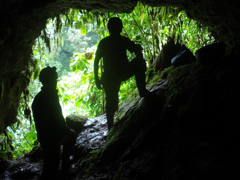 Tayuwa en salida de caverna de Mera - Ecuador