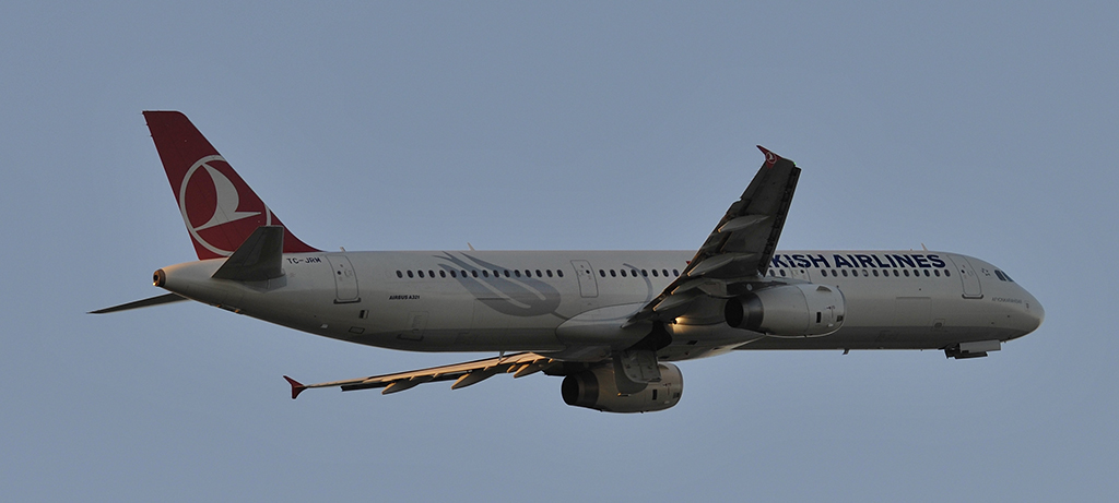 TC-JRM - Turkish Airlines - Airbus A321